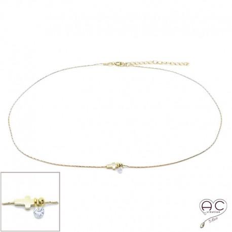 Collier ras de cou croix et petit brillant en cristal sur une chaîne en plaqué or, création by Alicia