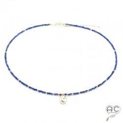 Collier lapis lazuli avec une médaille vintage croissant de lune, ras de cou, pierre naturelle et plaqué or, création