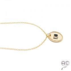 Médaille ronde, sertie d'une onyx noire carré, en plaqué or, tendance, bohème