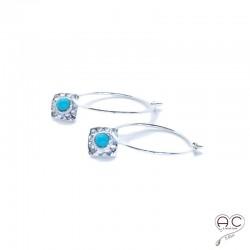Boucles d'oreilles mini créoles avec un carré martelé serti de turquoise, argent 925