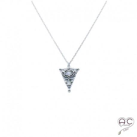 Collier pierre de lune serti sur un triangle ethnique en argent 925