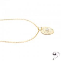 Médaille ovale martelé, sertie d'une pierre de lune, en plaqué or, tendance, bohème