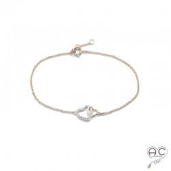 Bracelet avec deux cœurs entrelacé en plaqué or serti de zircon brillant sur une chaîne fine