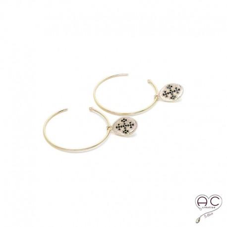 Boucles d'oreilles créoles avec médaille ovale ornée d'une croix sertie de zircon noir, en plaqué or satiné, femme, tendance