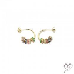 Boucles d'oreilles petites créoles ouvertes avec ses rondelles multicouleurs serties de zirconium en plaqué or, tendance