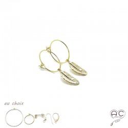 Boucles d'oreilles mini créoles avec pendent plume en plaqué or, choix des différentes attaches, femme, tendance