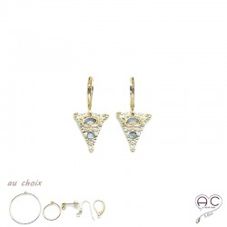 Boucles d'oreilles, créoles avec un triangle ethnique serti des pierres de lune en plaqué or
