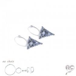 Boucles d'oreilles, créoles avec un triangle ethnique serti de pierres de lune en argent 925