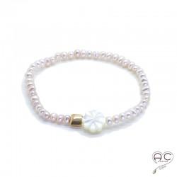 Bracelet perles d'eau douce roses, fleur en nacre et pastille en plaqué or, femme, création by Alicia