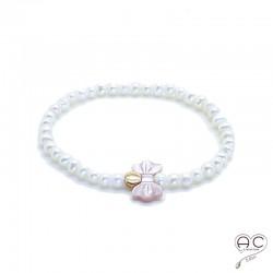 Bracelet perles d'eau douce blanches, noeud en nacre rose et pastille en plaqué or, femme, création