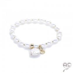 Bracelet perles d'eau douce avec pampille en perle baroque plate ronde et médaille en plaqué or, fait main, création by Alicia