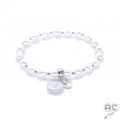 Bracelet perles d'eau douce avec pampille en perle plate ronde et médaille en argent 925, création