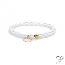 Bracelet perles d'eau douce avec médaille en plaqué or, création by Alicia