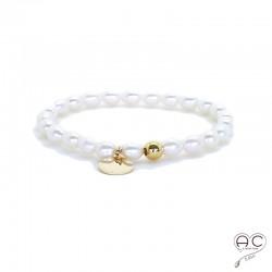 Bracelet perles d'eau douce avec médaille en plaqué or, fait main, création by Alicia