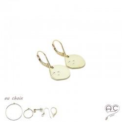 Boucles d'oreilles, médaille ronde avec petites étoiles gravée en plaqué or et choix des différentes attaches, femme