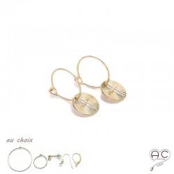 Boucles d'oreilles avec une médaille croix en plaqué or, choix des différentes attaches, femme