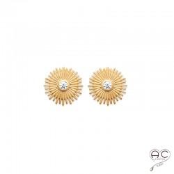 Boucles d'oreilles clous SANIA, soleil avec un zircon brillant sertie clos, en plaqué or satiné, femme