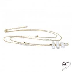 Sautoir perle de culture d'eau douce baroque longues et plates sur une chaîne en plaqué or parsemé des perles, création