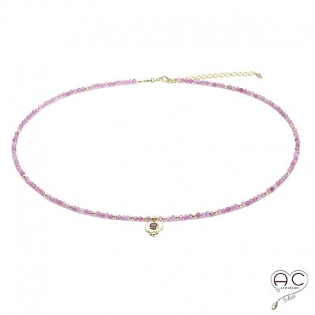 Collier LALY tourmaline rose pierre naturelle avec une médaille vintage en plaqué or, fin, ras de cou, création