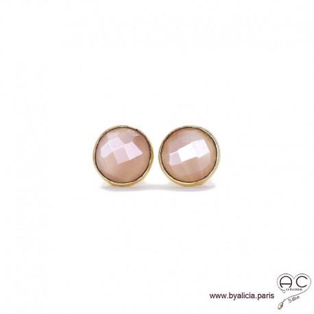 Boucles d'oreilles BAYA avec nacre pêche ronde sertie clos en plaqué or, clous, femme