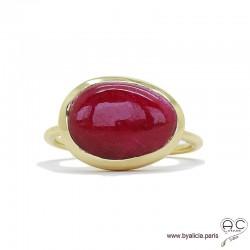 Bague DITA avec rubis véritable en cabochon sur un anneau fin en plaqué or, pierre précieuse, femme