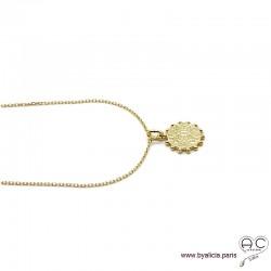 Médaille soleil, martelée en plaqué or, collier tendance, femme bohème chic, gipsy