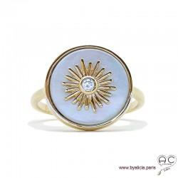 Bague ronde en nacre blanche avec soleil serti d'un brillant zirconium, plaqué or, femme