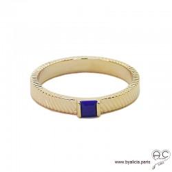 Bague zirconium bleu lapis-lazuli sur l'anneau ciselé en plaqué or, empilable, femme, tendance