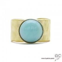 Bague avec amazonite en cabochon sertie sur un anneau martelé, large, ouvert en plaqué or, pierre fine vert d'eau, femme