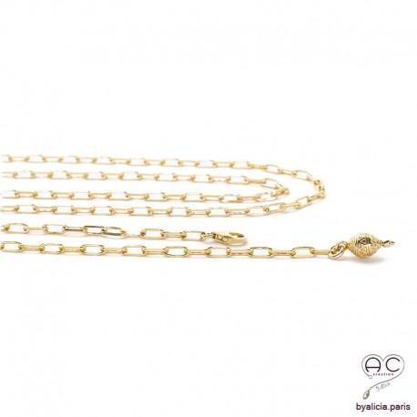 Sautoir ALINA réglable avec petite toupie sur une chaîne maillons rectangulaires en plaqué or, création