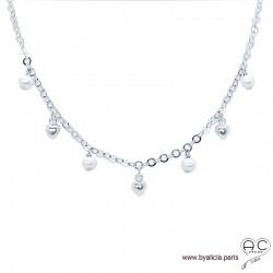 Collier avec breloques en perles de culture et petites coeurs sur une chaîne en argent 925 rhodié, création by Alicia
