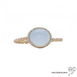 Bague avec agate bleue en cabochon, sertie sur un anneau fin demi-boules en plaqué or satiné, empilable, pierre fine, femme