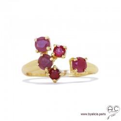 Bague EYMA avec petits rubis et grenats sur un anneau fin ouvert en plaqué or, pierres naturelles, femme