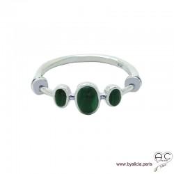Bague malachites cabochon sur l'anneau fin en argent massif, pierre semi-précieuse verte, femme