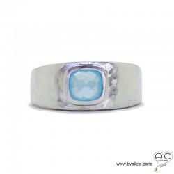 Bague avec agate bleue sertie sur un anneau en argent massif rhodié, satiné, martelé, pierre naturelle, femme