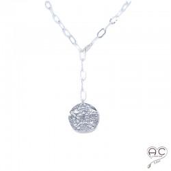 Sautoir réglable avec grande médaille sur une chaîne maillons rectangulaires en argent 925 martelé, création