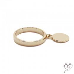 Bague avec pampille médaille ronde sur l'anneau fin en plaque or, empilable, femme