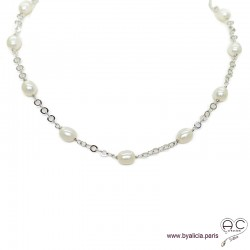 Collier avec perles de culture blanche parsemée sur une chaîne maillon rectangulaire en plaqué or 3MIC, création by Alicia
