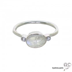 Bague pierre de lune cabochon entouré par petits zirconiums, anneau fin en argent massif, pierre naturelle blanche