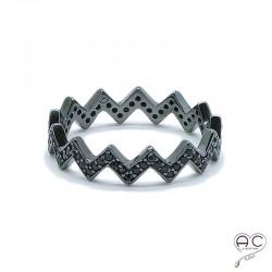 Bague anneau chevron serti de zirconium noir en argent 925 rhodié noir, empilable, femme