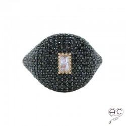 Bague chevaliere, joaillerie, serti zirconium noir et blanc, argent 925 doré à l'or fin 18 carats rose