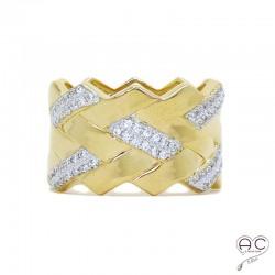 Bague anneau tressé large serti zirconium blanc en plaqué or