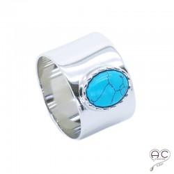 Bague avec turquoise nano en cabochon sertie sur un anneau large en argent 925 rhodié, femme