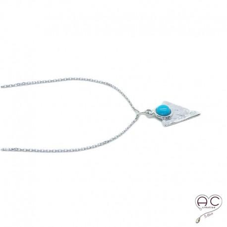 Collier turquoise serti sur un triangle martelé en argent 925